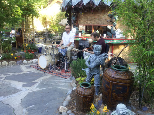 Live music at Indochine